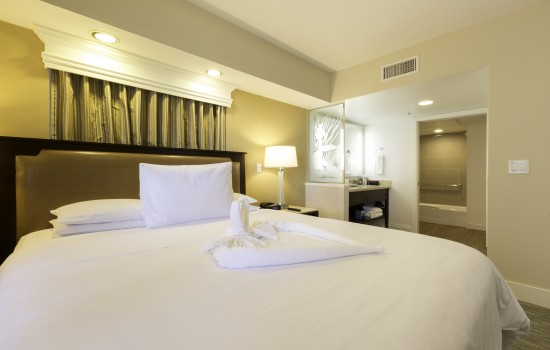 Carlsbad Seapointe Resort: TWO BEDROOM MASTER BEDDING